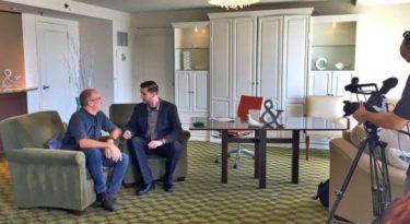 Como transformar o seu quarto de hotel numa produtora de áudio e vídeo