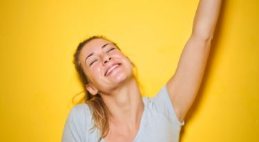 Brené Brown afirma que acreditar em si mesmo traz recompensas
